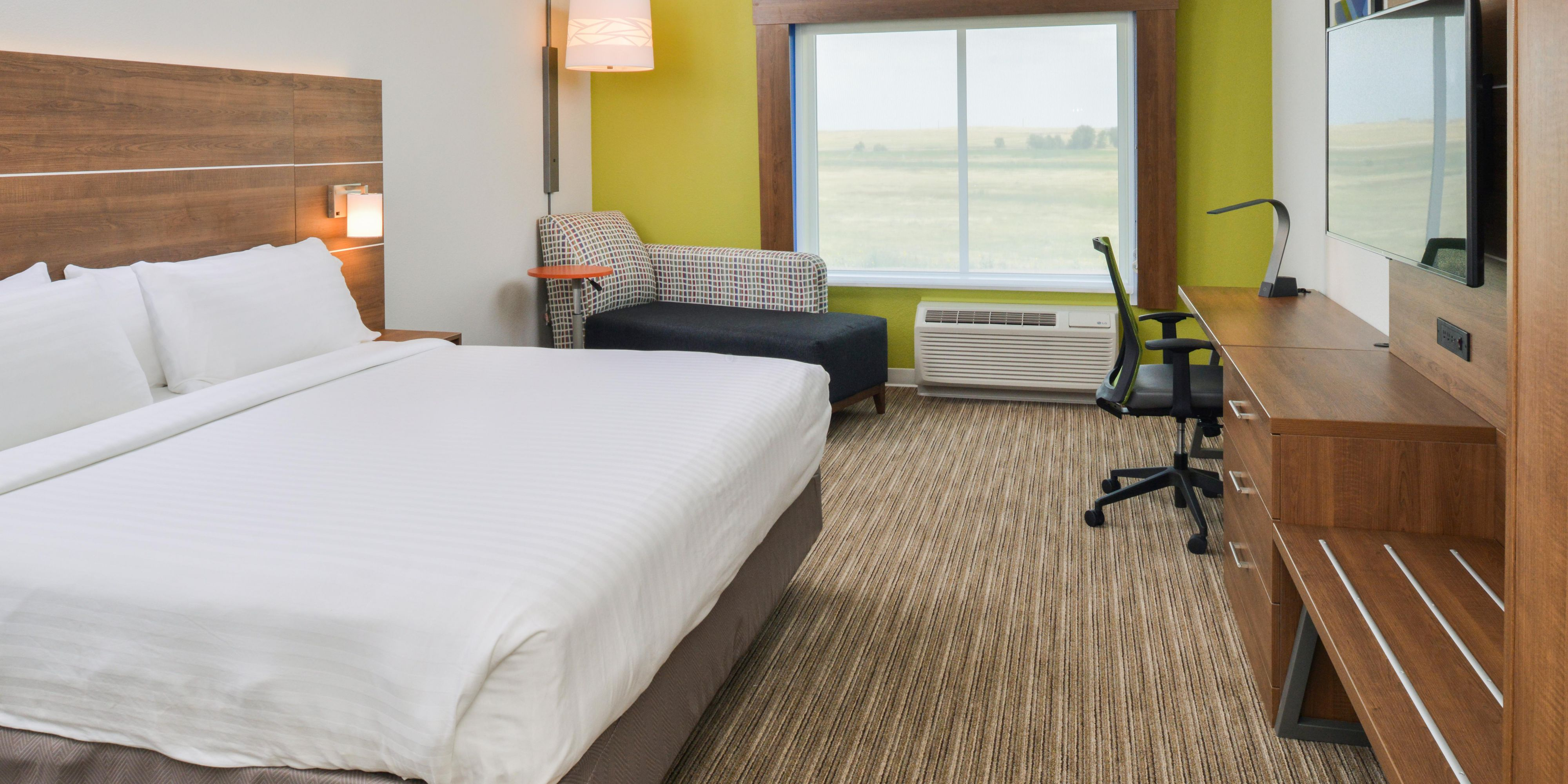 Holiday Inn Express And Suites Chadron 5459443168 2x1