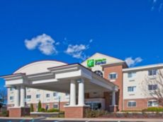 Holiday Inn Express & Suites Charlotte in Dimondale, Michigan