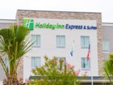 Holiday Inn Express & Suites Charlotte Airport in Concord, North Carolina