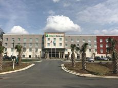 Holiday Inn Express & Suites Charlotte Airport in Belmont, North Carolina