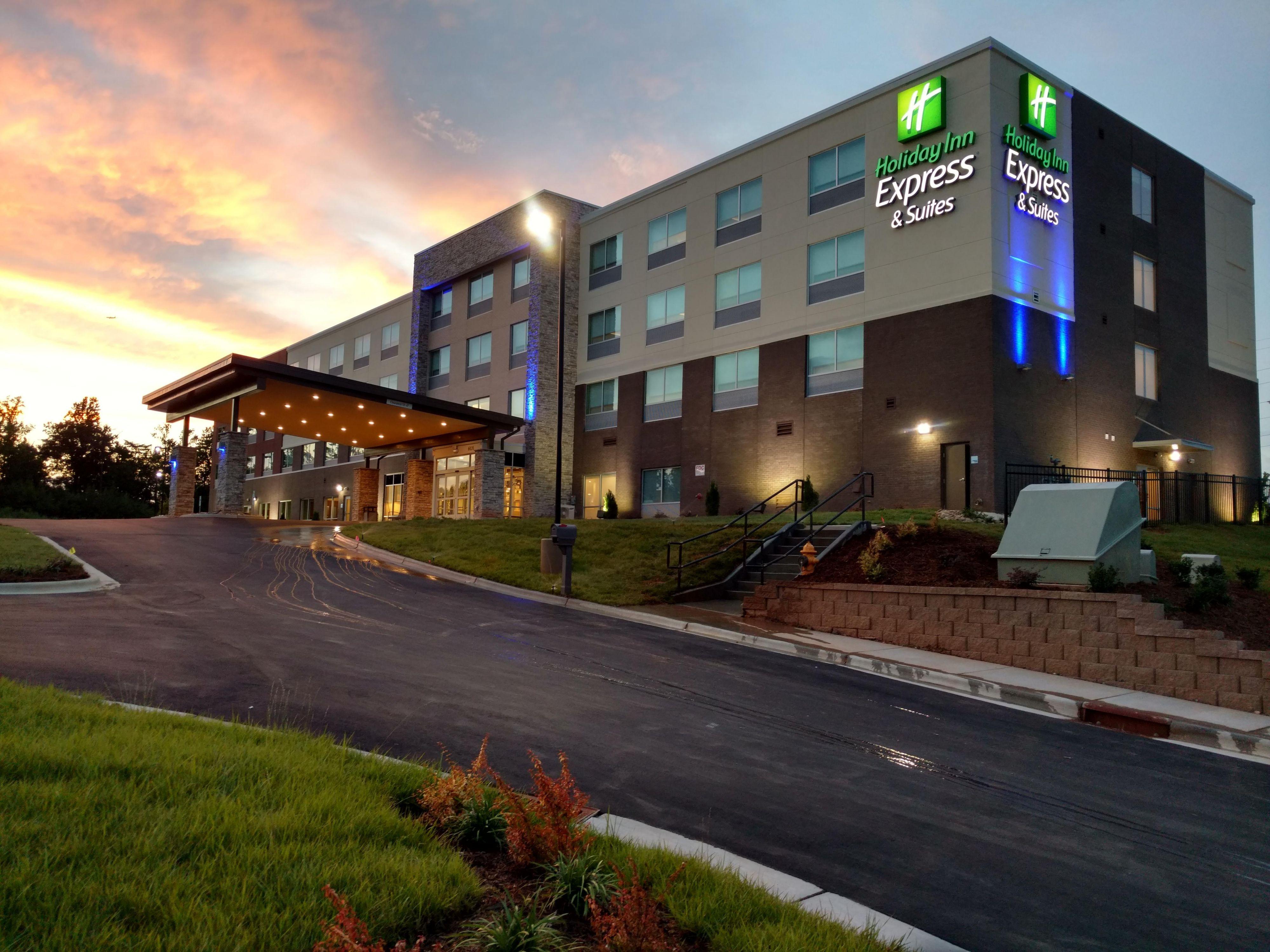 Hotels near Charlotte, NC Airport | Holiday Inn Express & Suites Charlotte NE - University Area