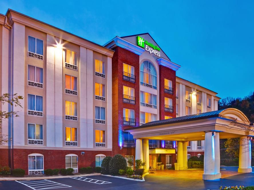 Rest from work and travel at the Holiday Inn Express