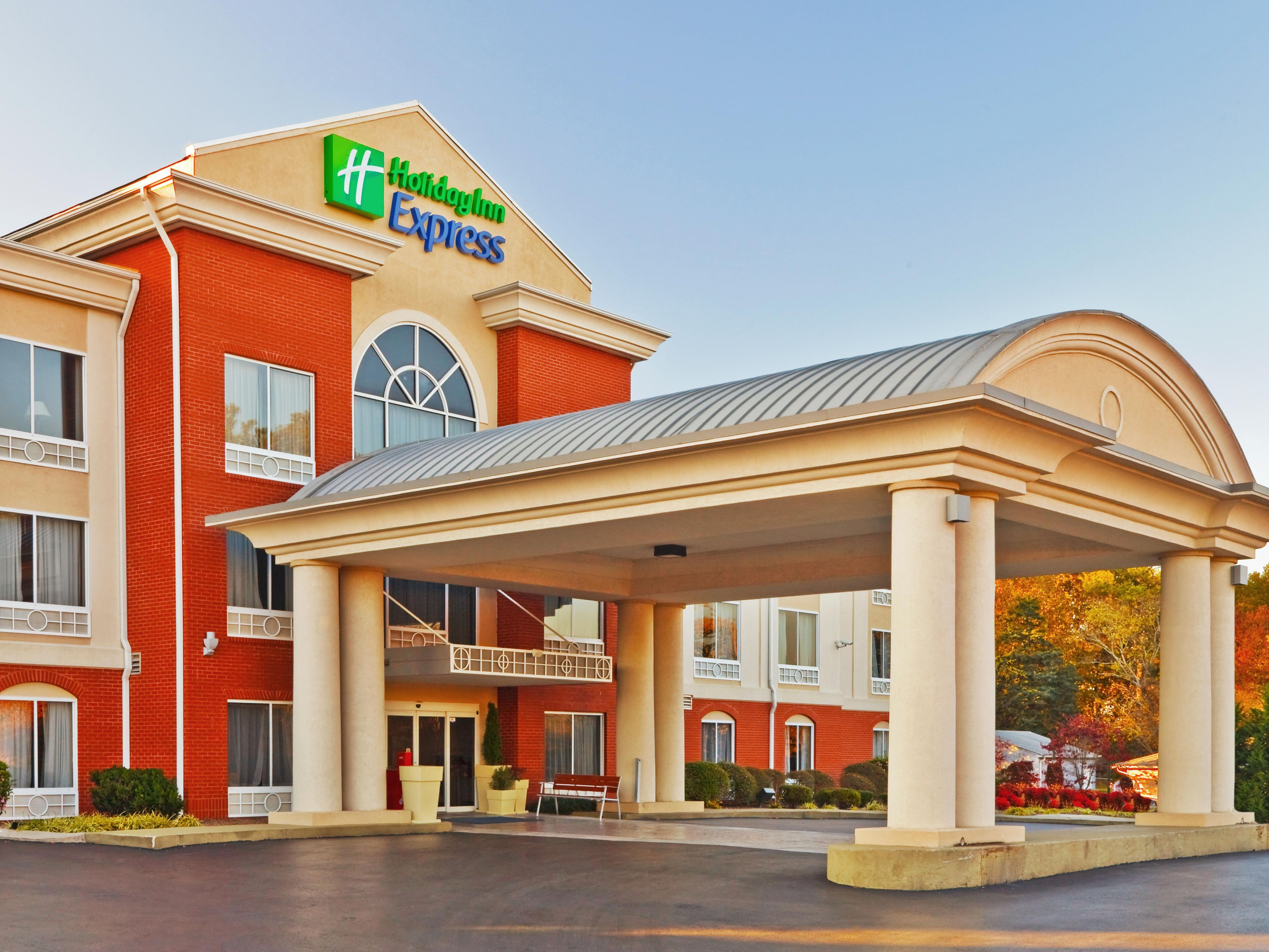 Welcome to the Holiday Inn Express Hotel & Suites East Ridge!