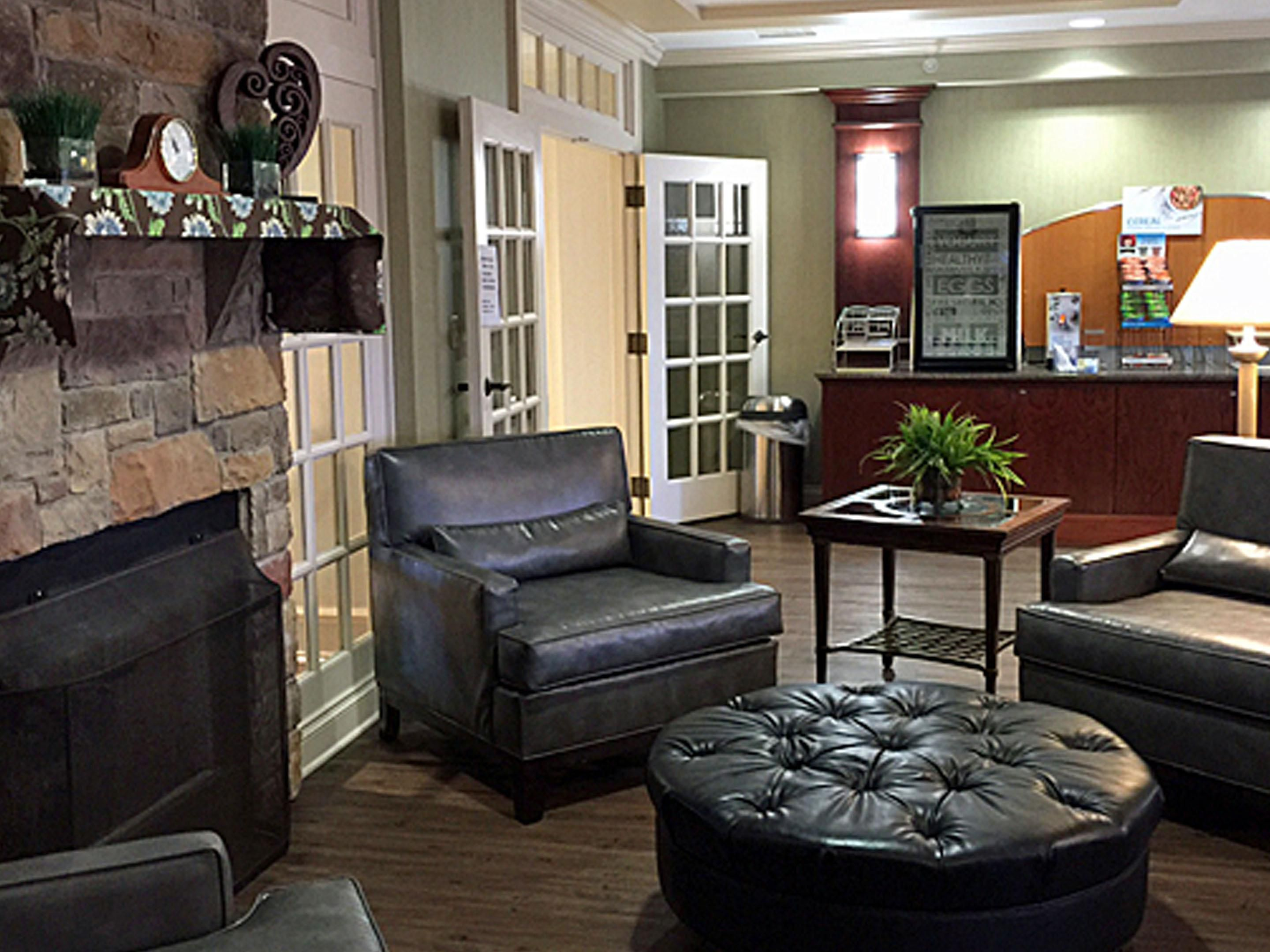 Holiday Inn Express Buffalo Airport Hotel Lobby