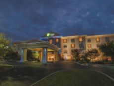Holiday Inn Express & Suites Buffalo-Airport in Batavia, New York