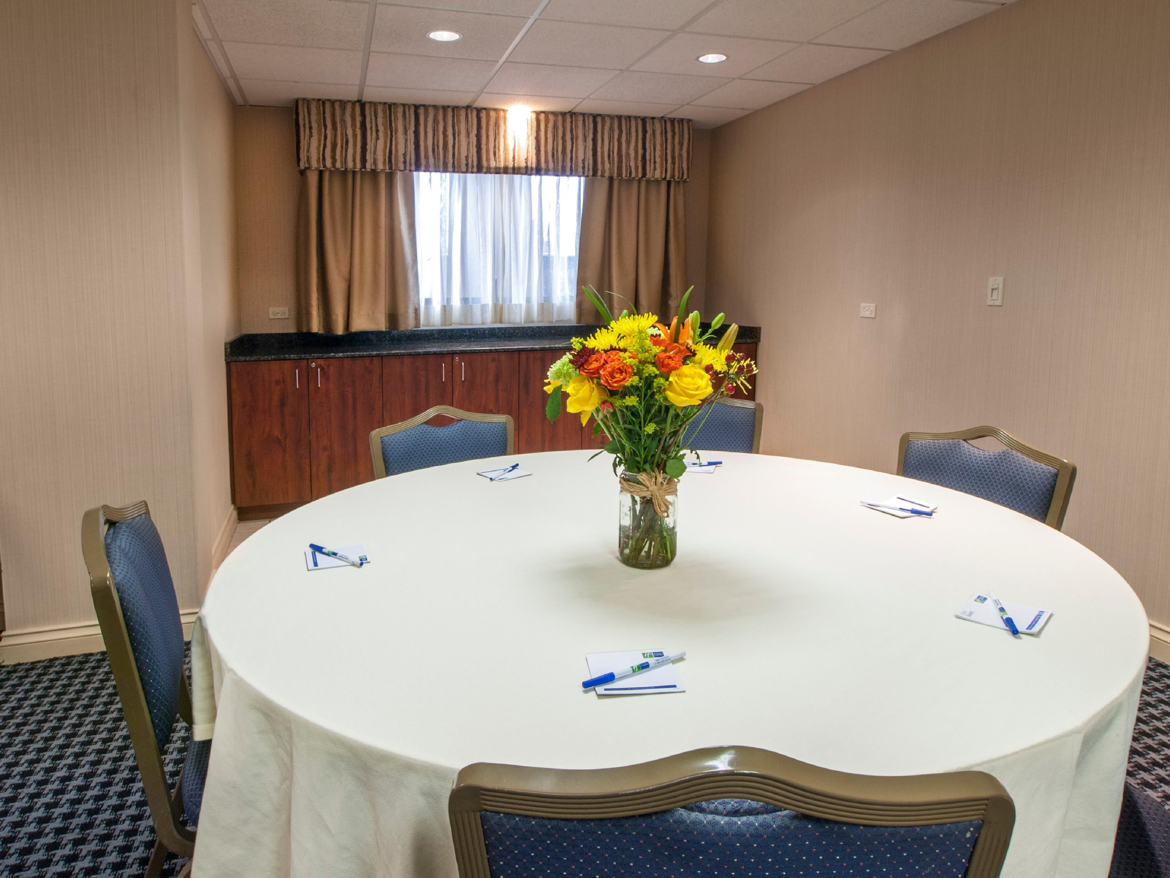 Holiday Inn Express Buffalo Airport Meeting Room