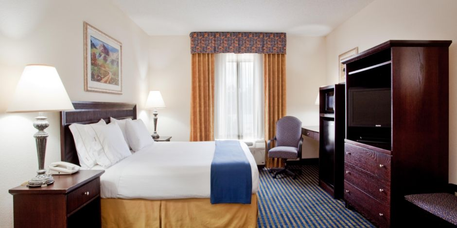 Holiday Inn Express & Suites Chesapeake Hotel by IHG