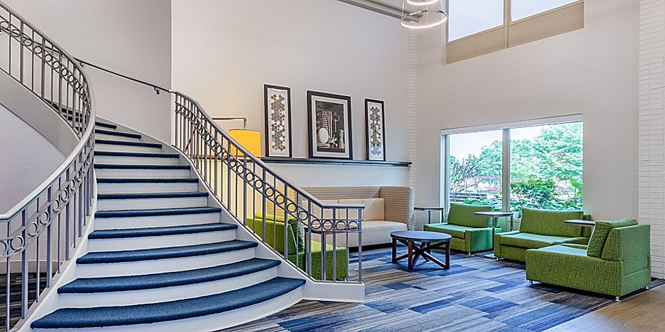 Hotels near Midway Airport | Holiday Inn Express & Suites
