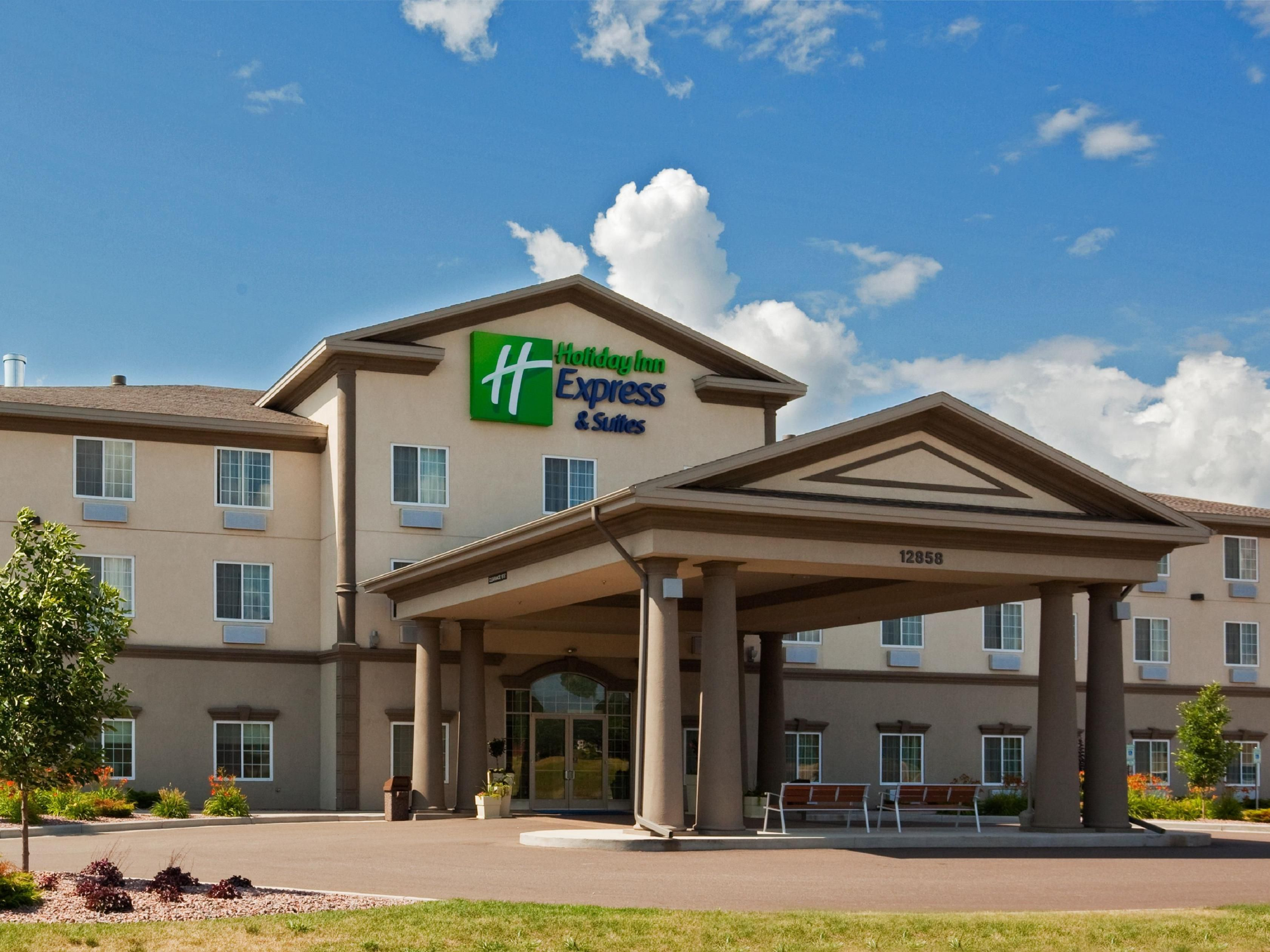 Hotel Exterior Daytime Holiday Inn Express Eau Claire North