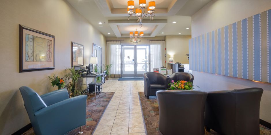 Hotel Lobby Holiday Inn Express Eau Claire North