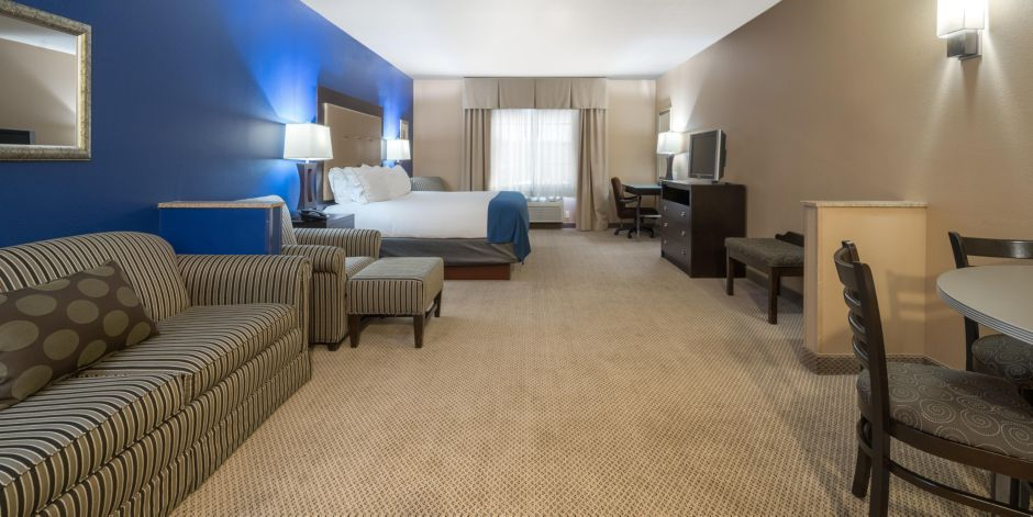 King Bed Suite Holiday Inn Express Eau Claire North