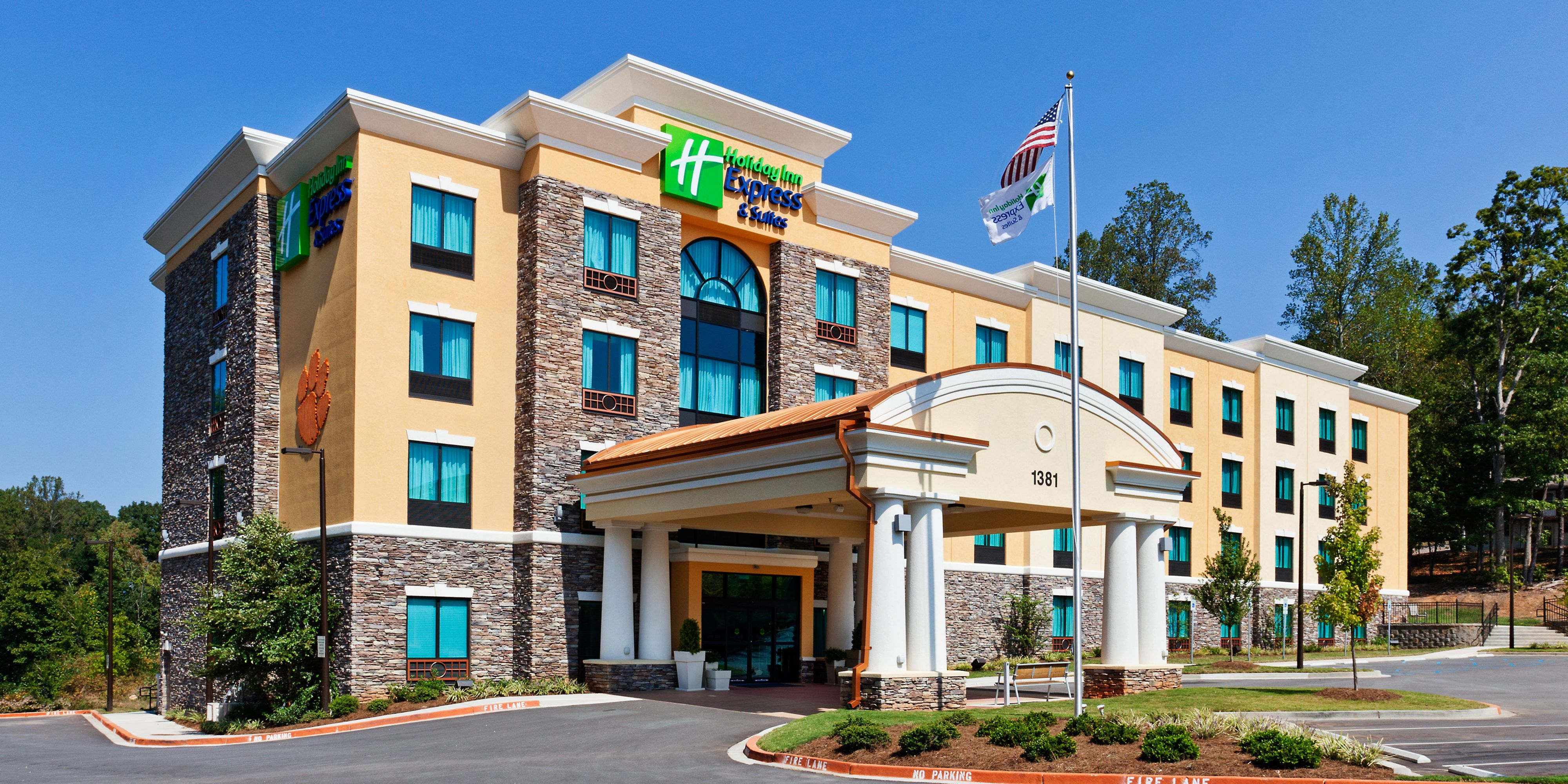 Charmant ... Well Maintained Hotel, Close To Clemson University ...
