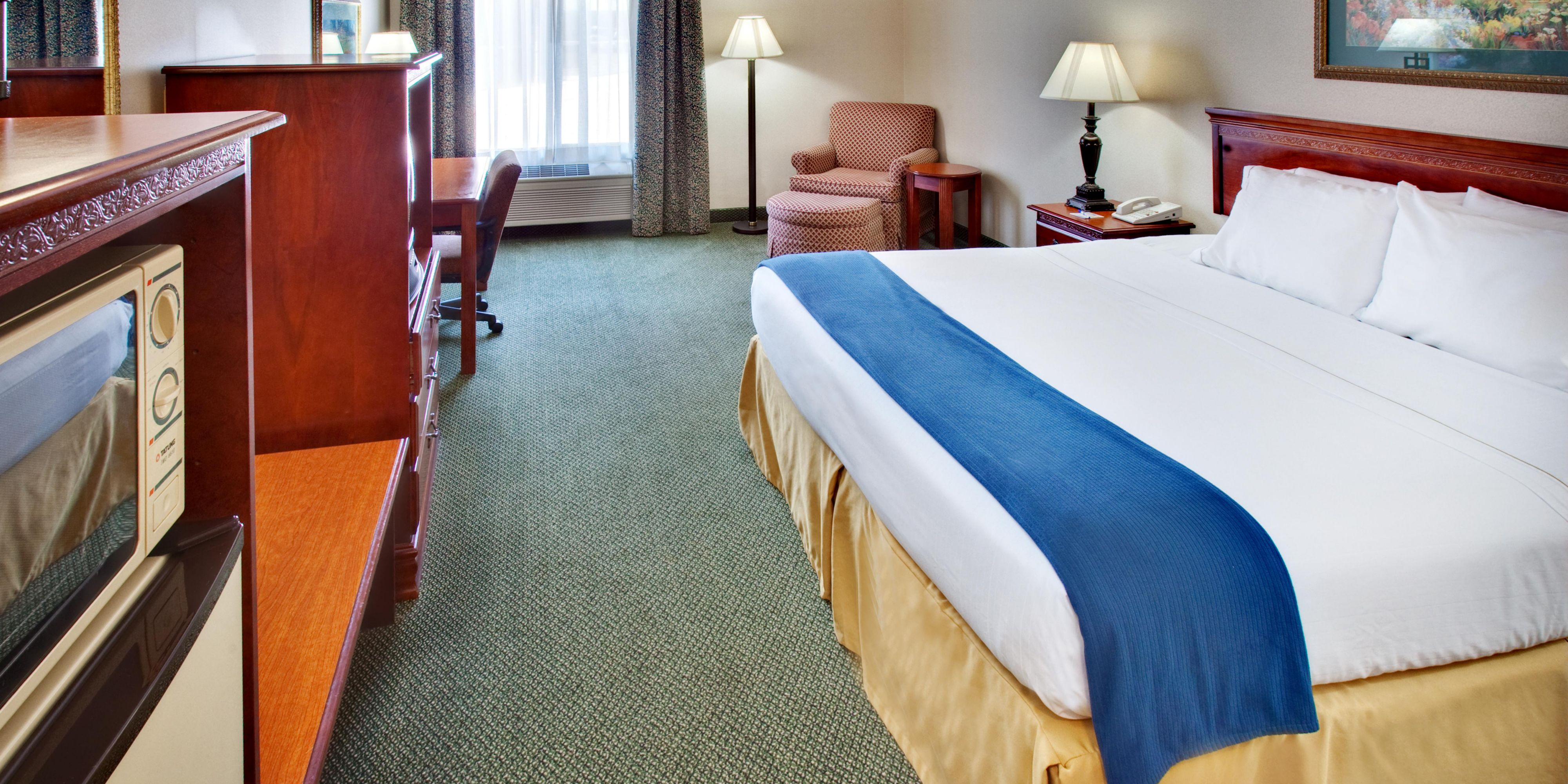 Holiday Inn Express And Suites Clinton 2532569033 2x1