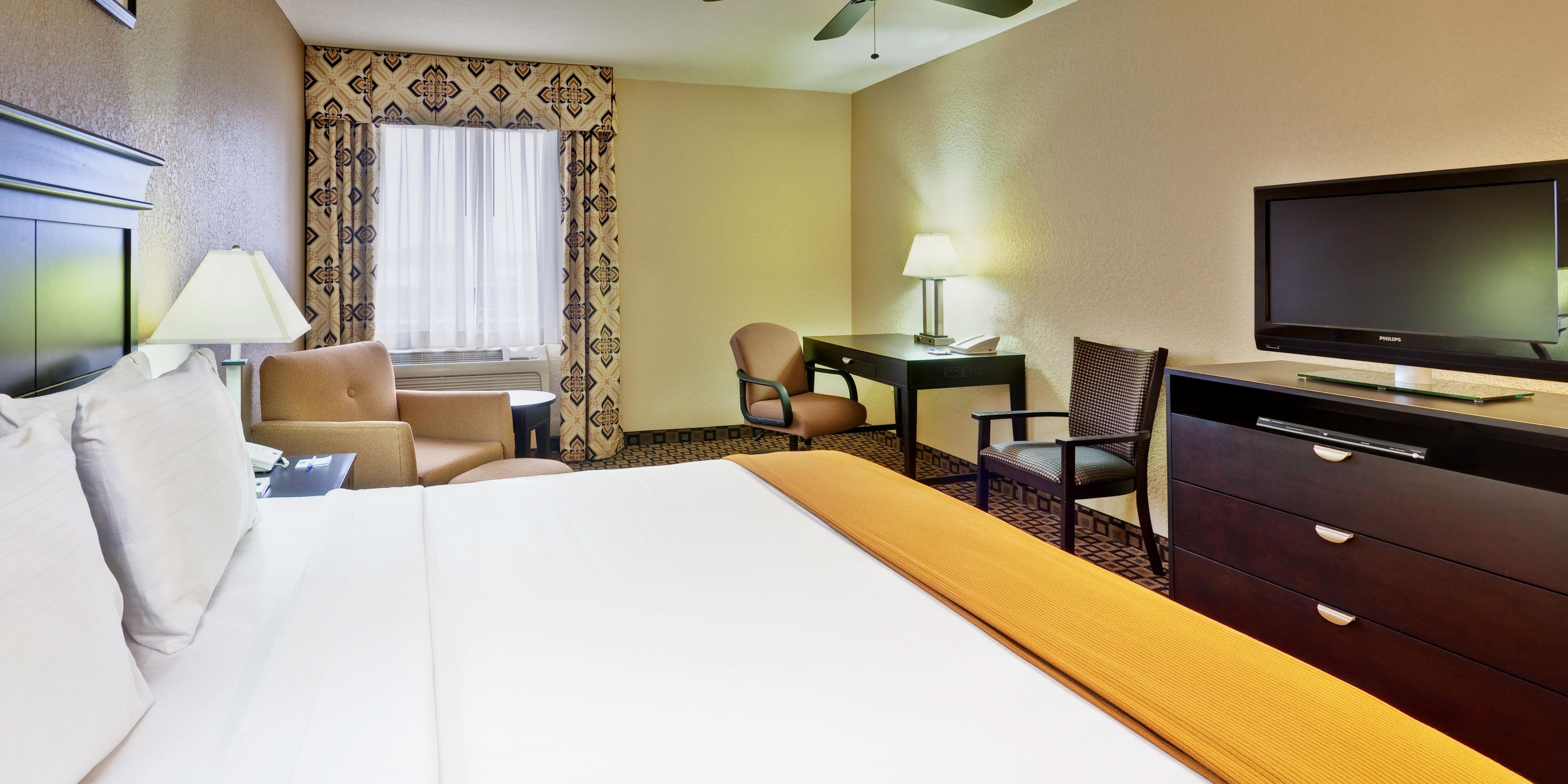 Holiday Inn Express Suites Clinton Hotel By Ihg
