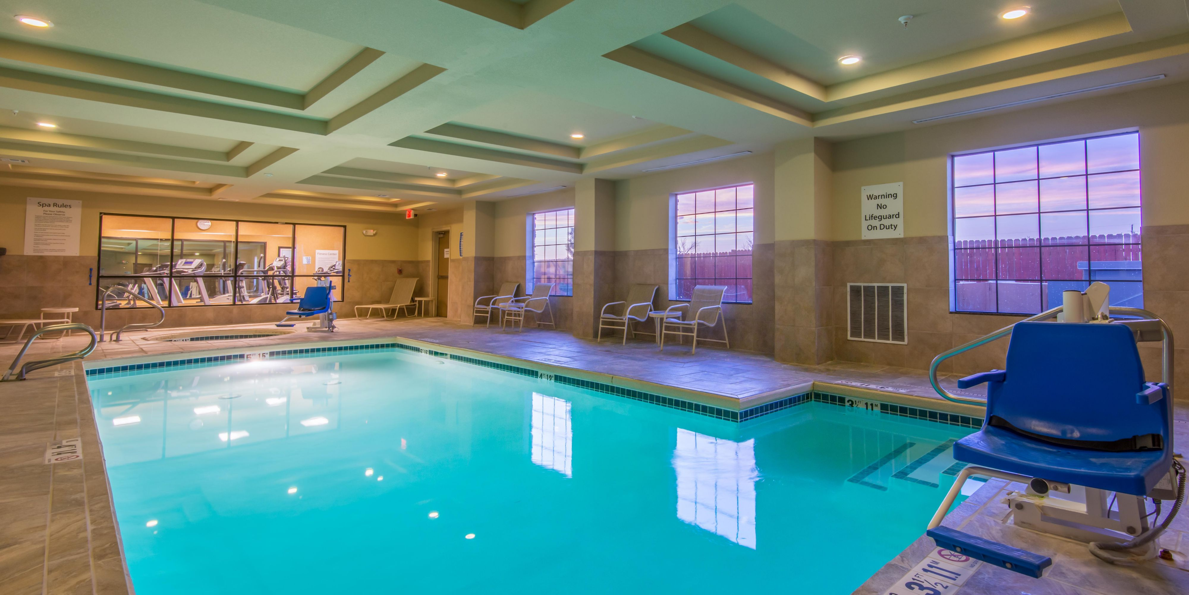 Holiday Inn Express And Suites Clovis 4279443423 2x1