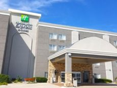 Holiday Inn Express & Suites Columbus in Columbus, Nebraska