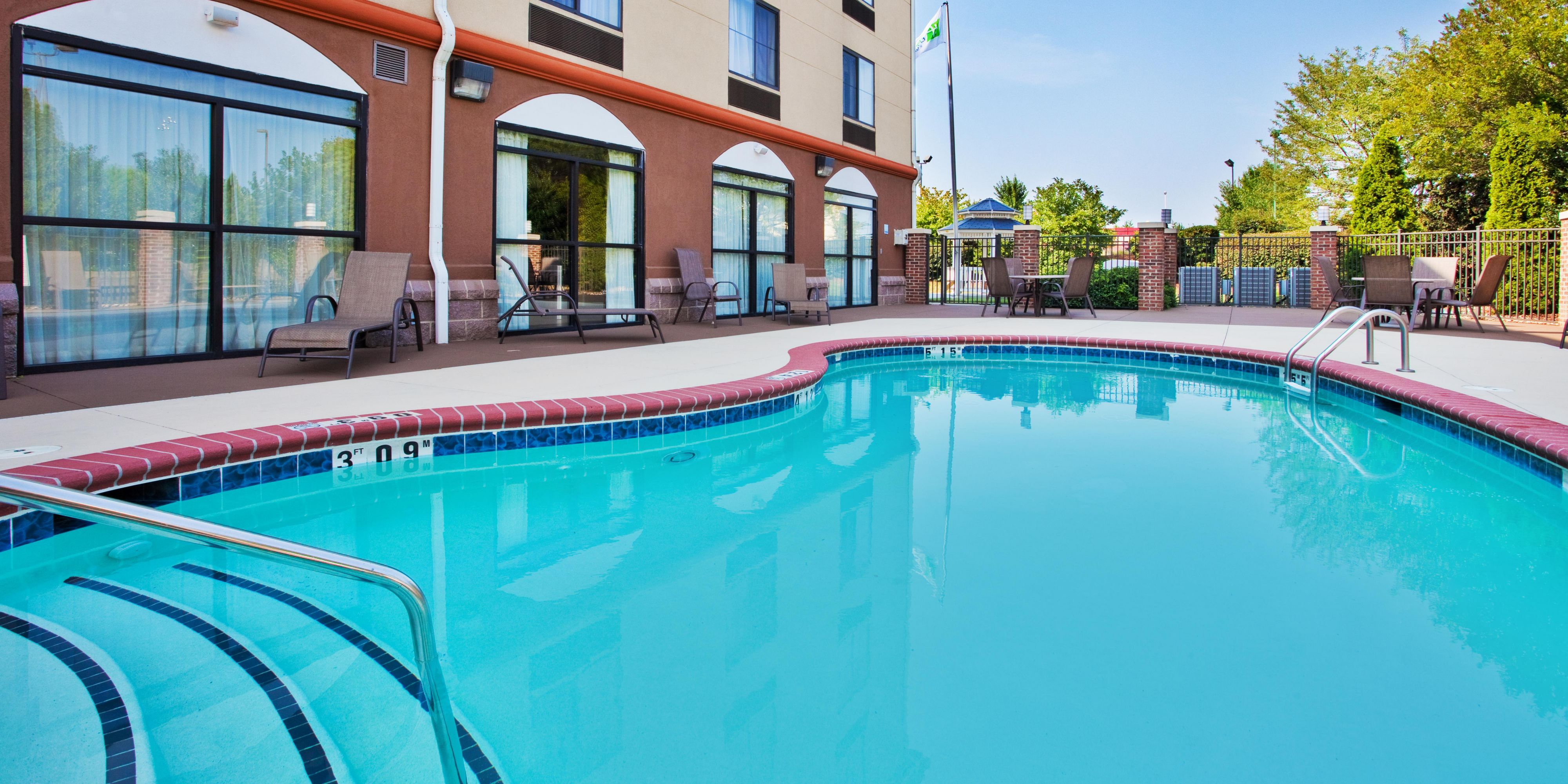 Holiday Inn Express And Suites Concord 4229256511 2x1