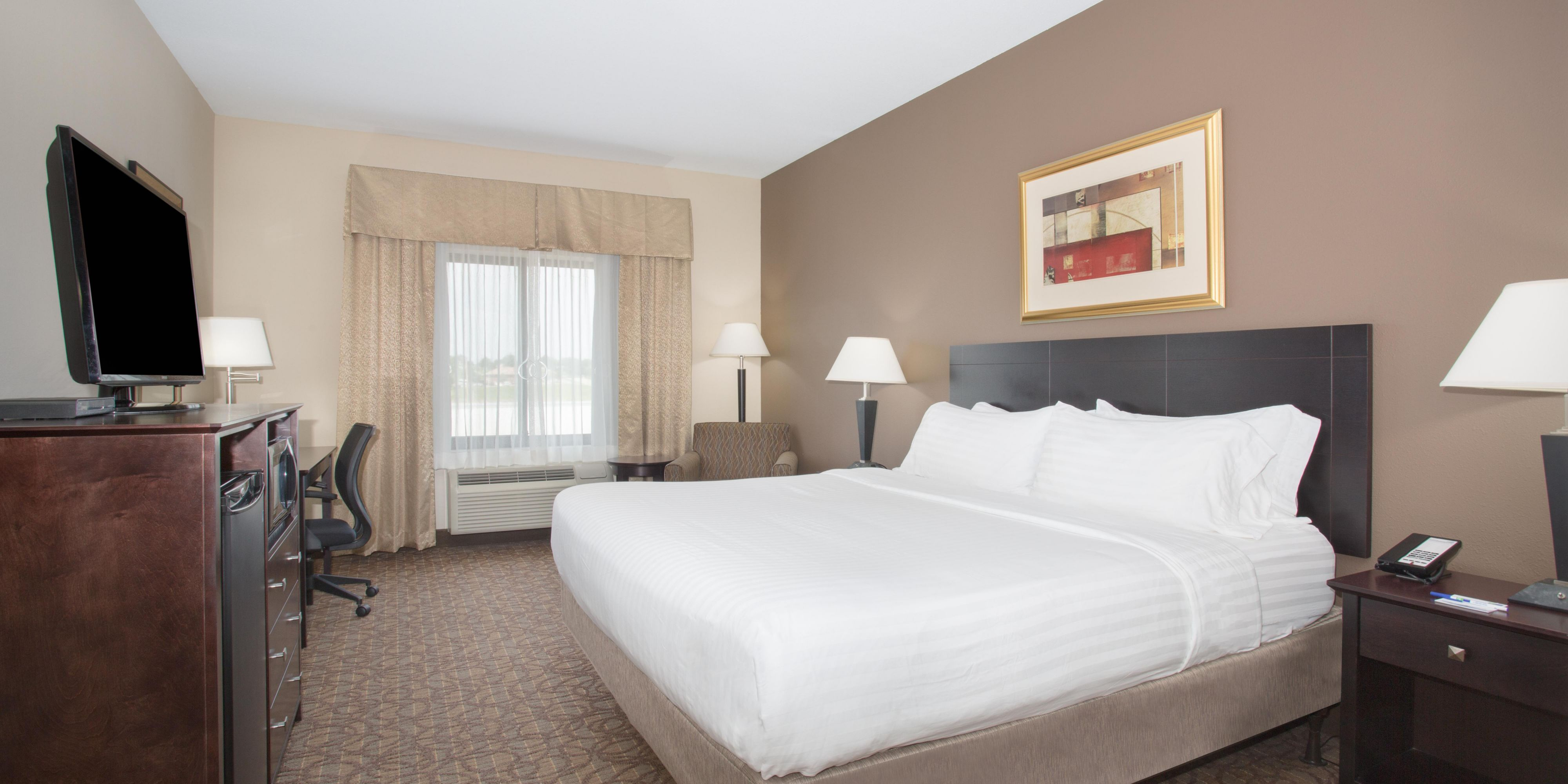 Holiday Inn Express & Suites Concordia US81 Hotel by IHG