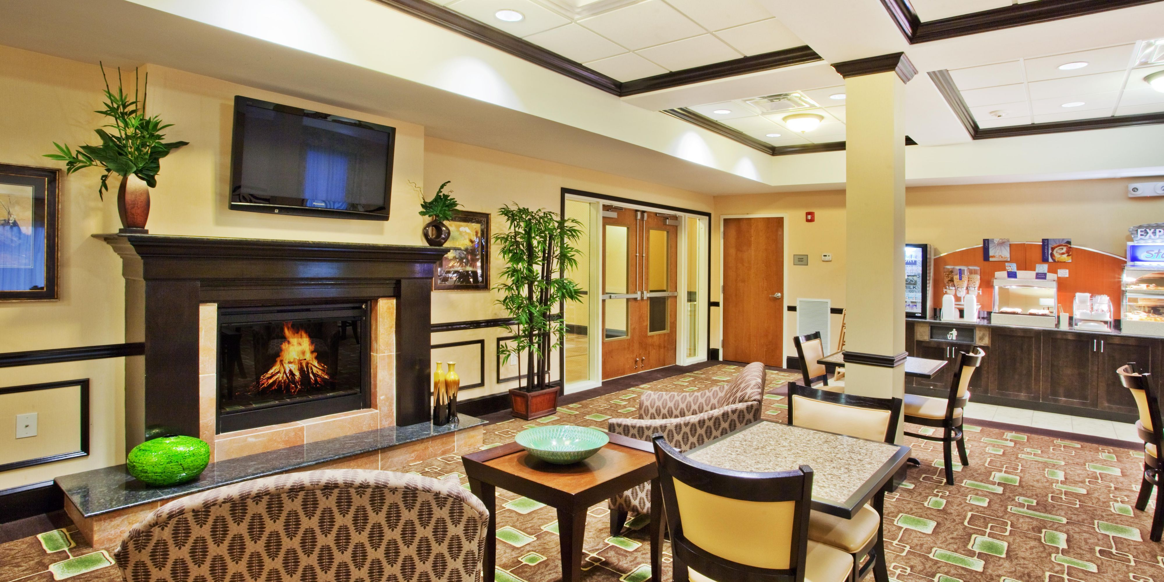 Holiday Inn Express And Suites Conyers 2533142512 2x1
