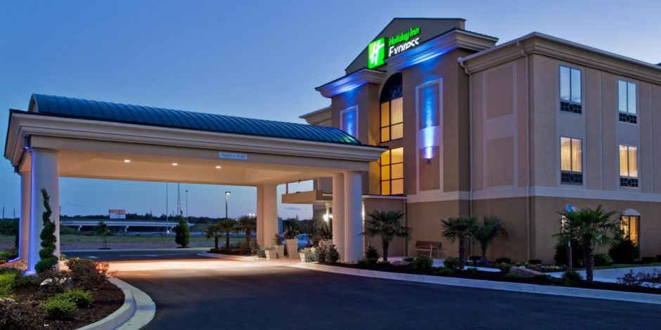 Our Inviting Hotel Entrance Holiday Inn Express Exterior
