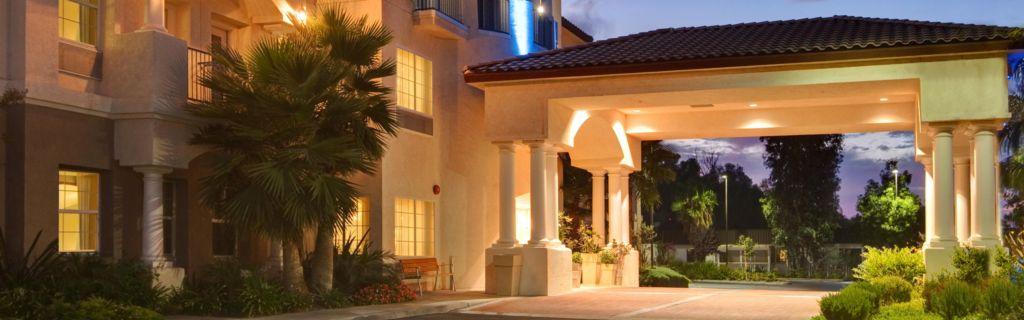 Newly Renovated Holiday Inn Express Suites Corona Ca