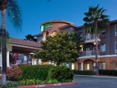 Holiday Inn Express Suites Corona