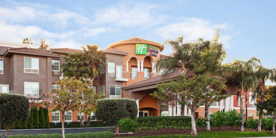 Holiday Inn Express Suites Corona