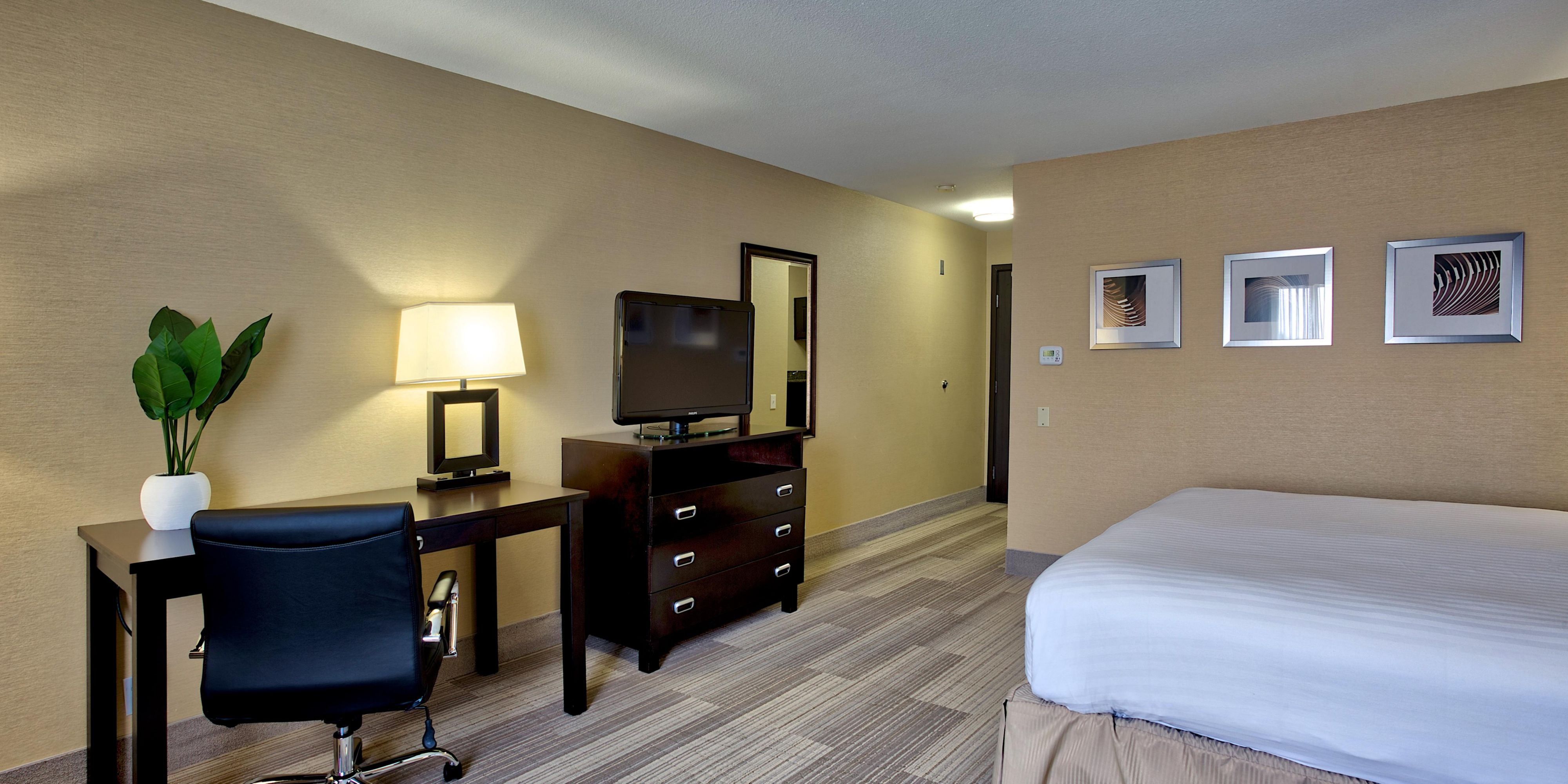 Holiday Inn Express Suites Costa Mesa Hotel In Costa Mesa By Ihg