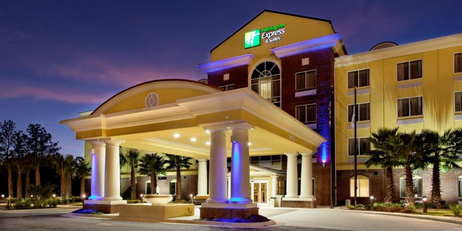 Holiday Inn Express And Suites Crestview Hotel Rear Exterior