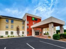 Holiday Inn Express & Suites Crossville in Harriman, Tennessee