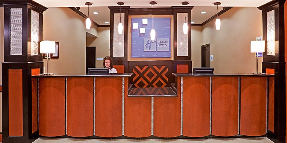Dallas Market Center Hotels | Holiday Inn Express & Suites