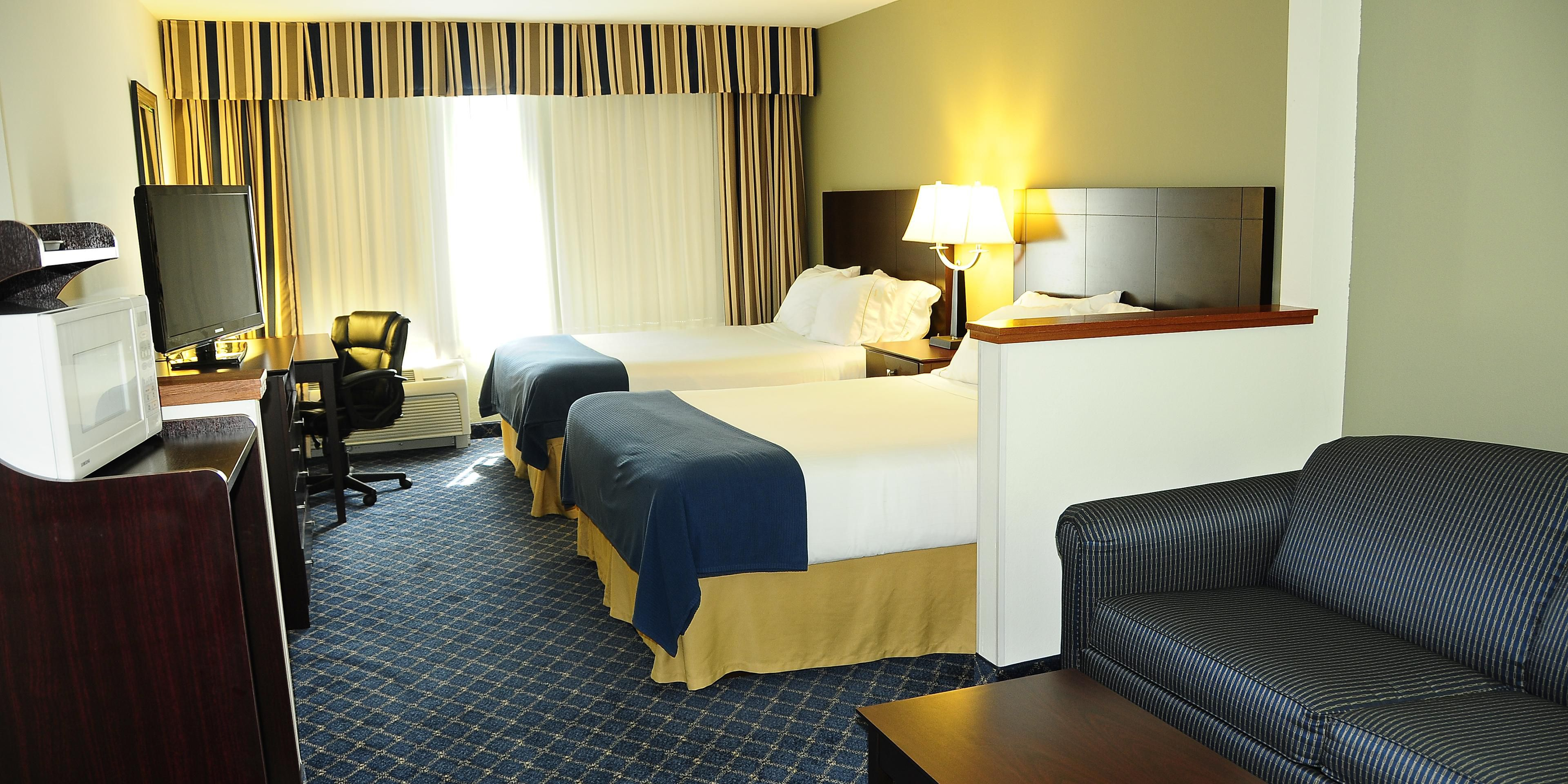 Holiday Inn Express And Suites Delafield 4071671739 2x1