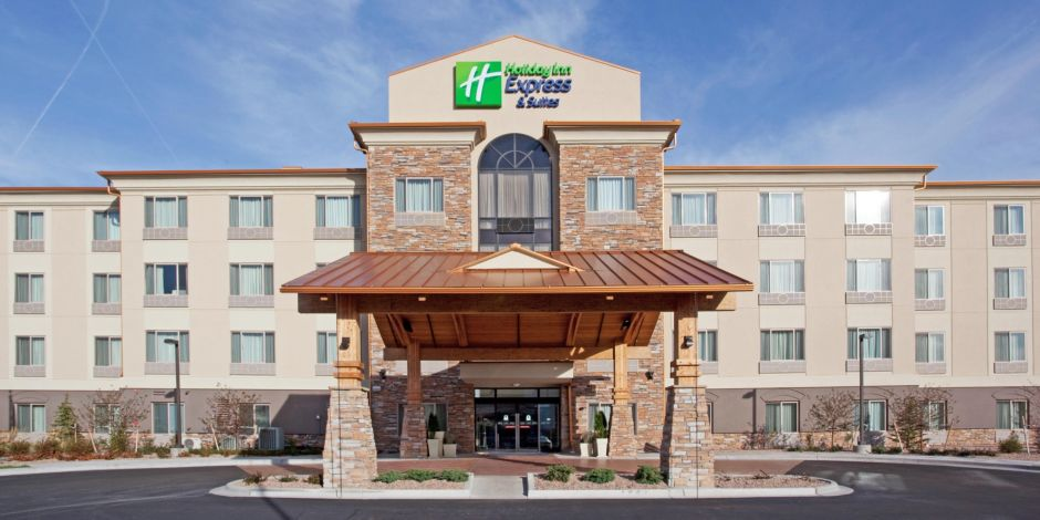 Holiday Inn Express With Complimentary Dia Shuttle