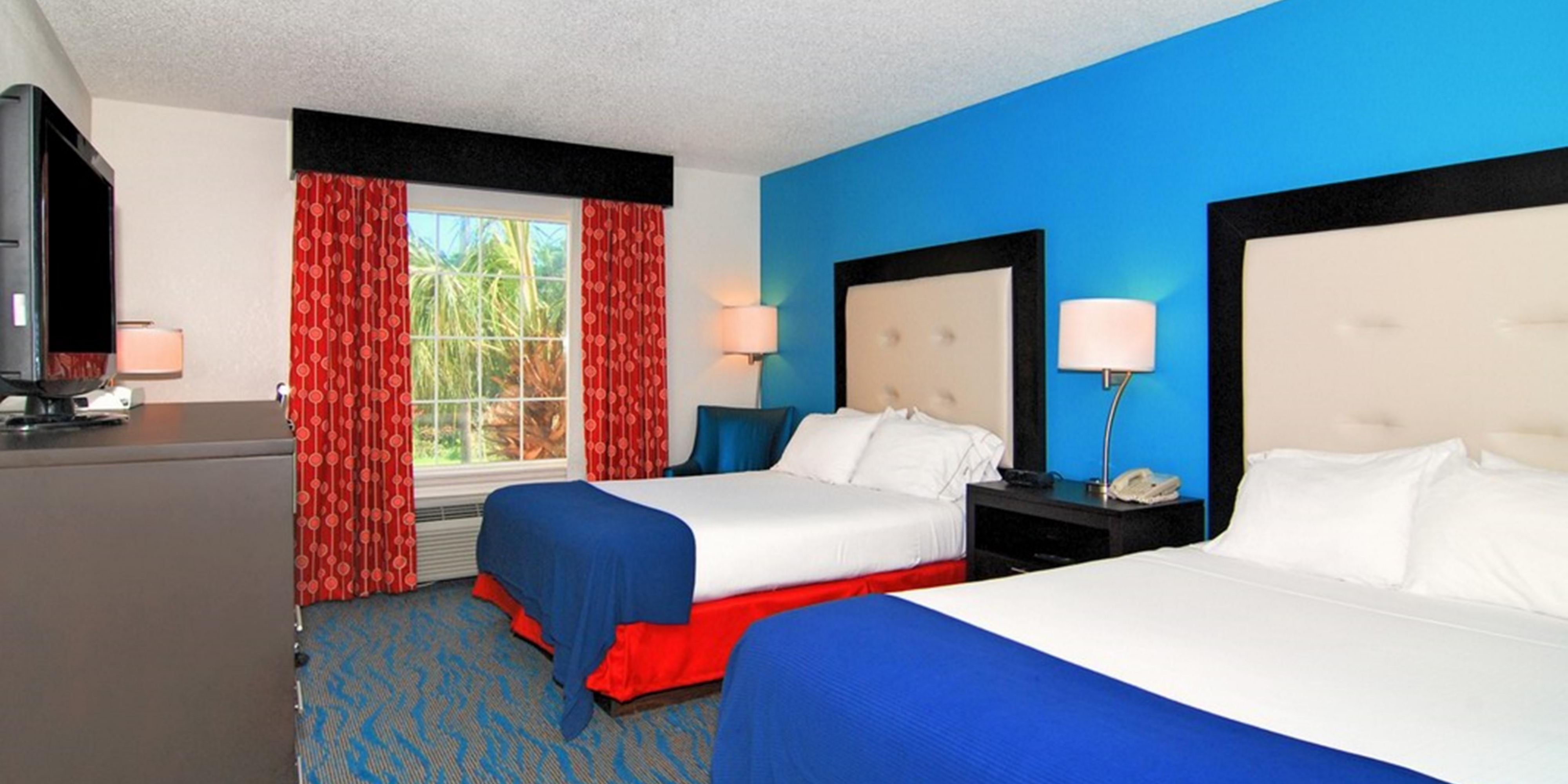 Holiday Inn Express And Suites Destin 4035594737 2x1