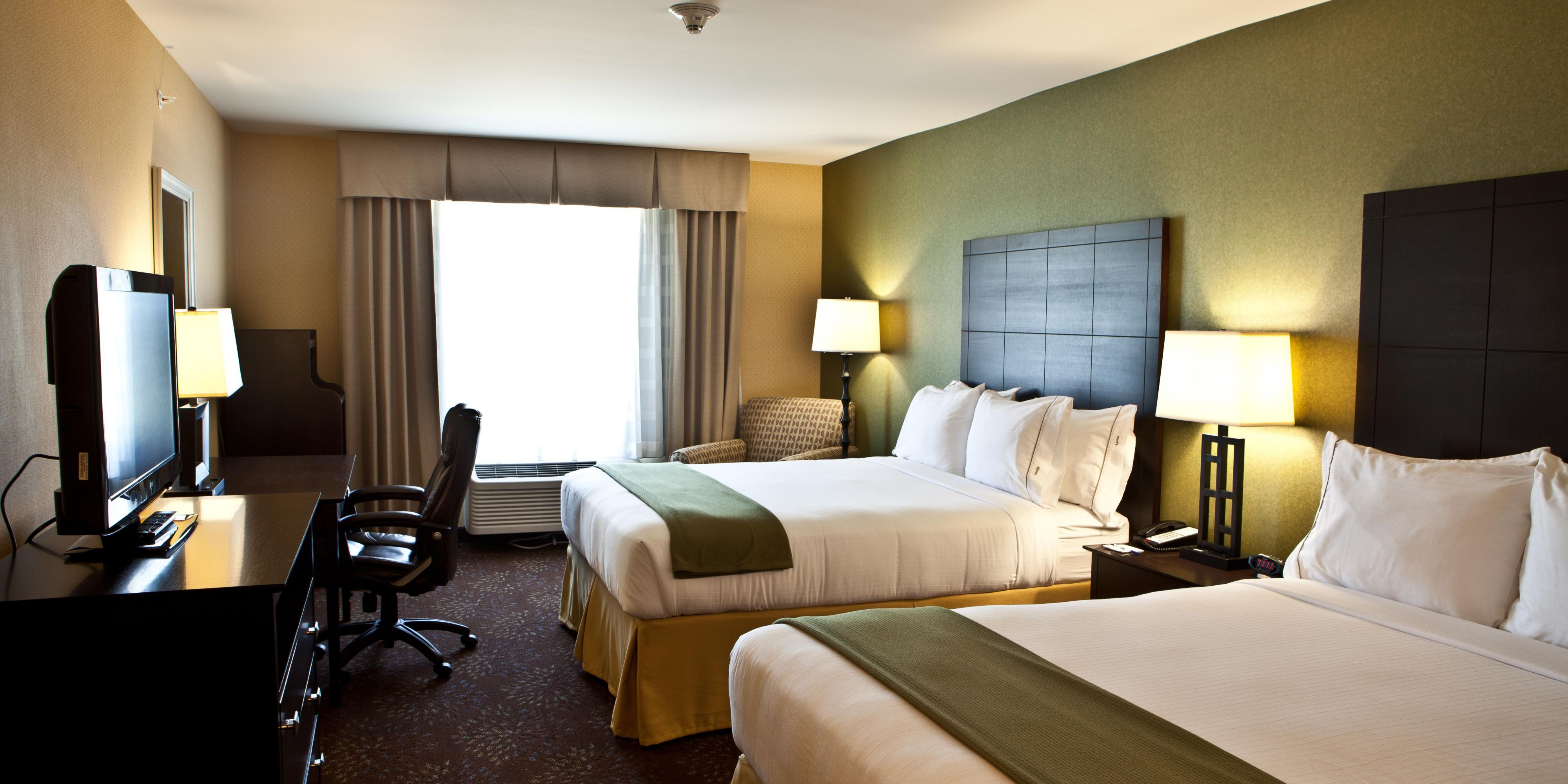 orleans accommodations clsc quarter king msyjw marriott new in french suites suite and bedroom guest room hotels executive hor jw hotel rooms