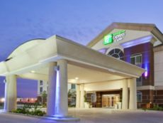 Holiday Inn Express & Suites Dinuba West in Selma, California