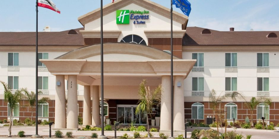 Holiday Inn Express Suites Dinuba West Exterior