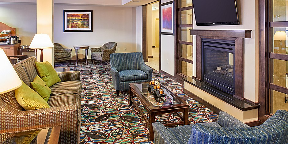 Holiday Inn Express & Suites El Paso Airport Hotel by IHG
