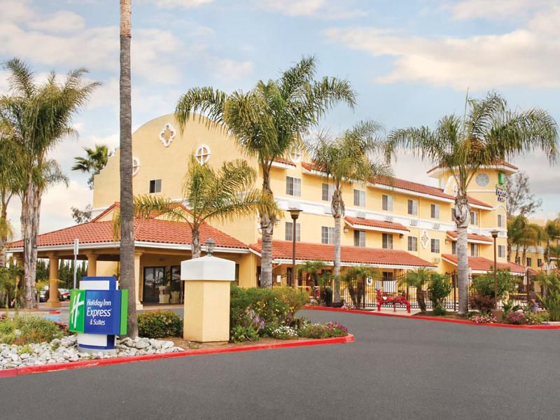 Welcome to Holiday Inn Express & Suites Escondido- San Diego