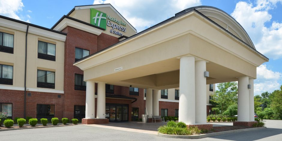 Holiday Inn Express Suites Fairmont