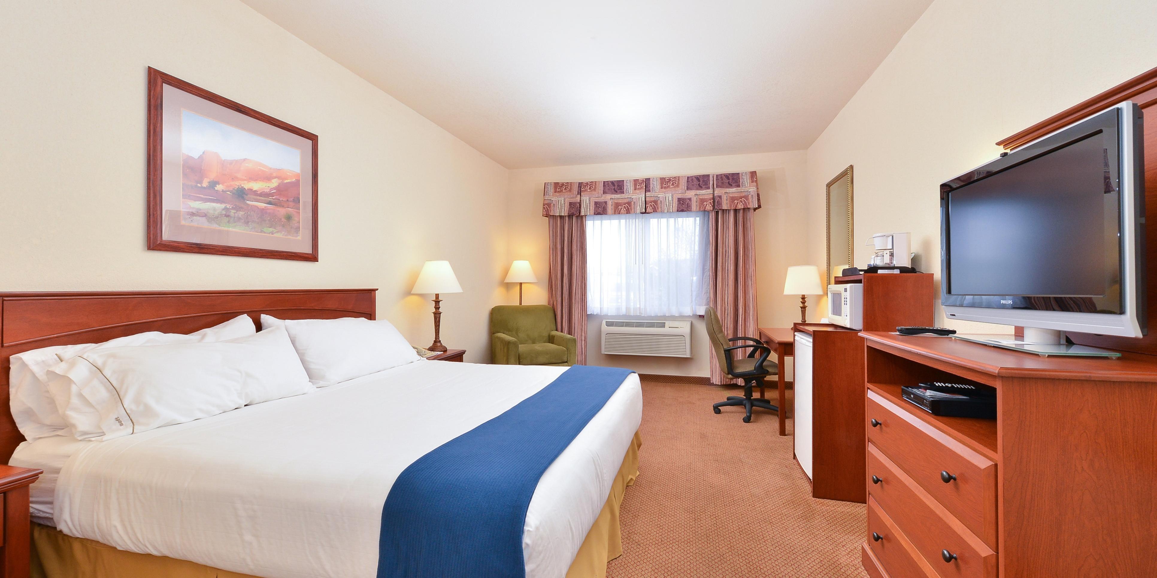 Holiday Inn Express And Suites Farmington 3157744669 2x1