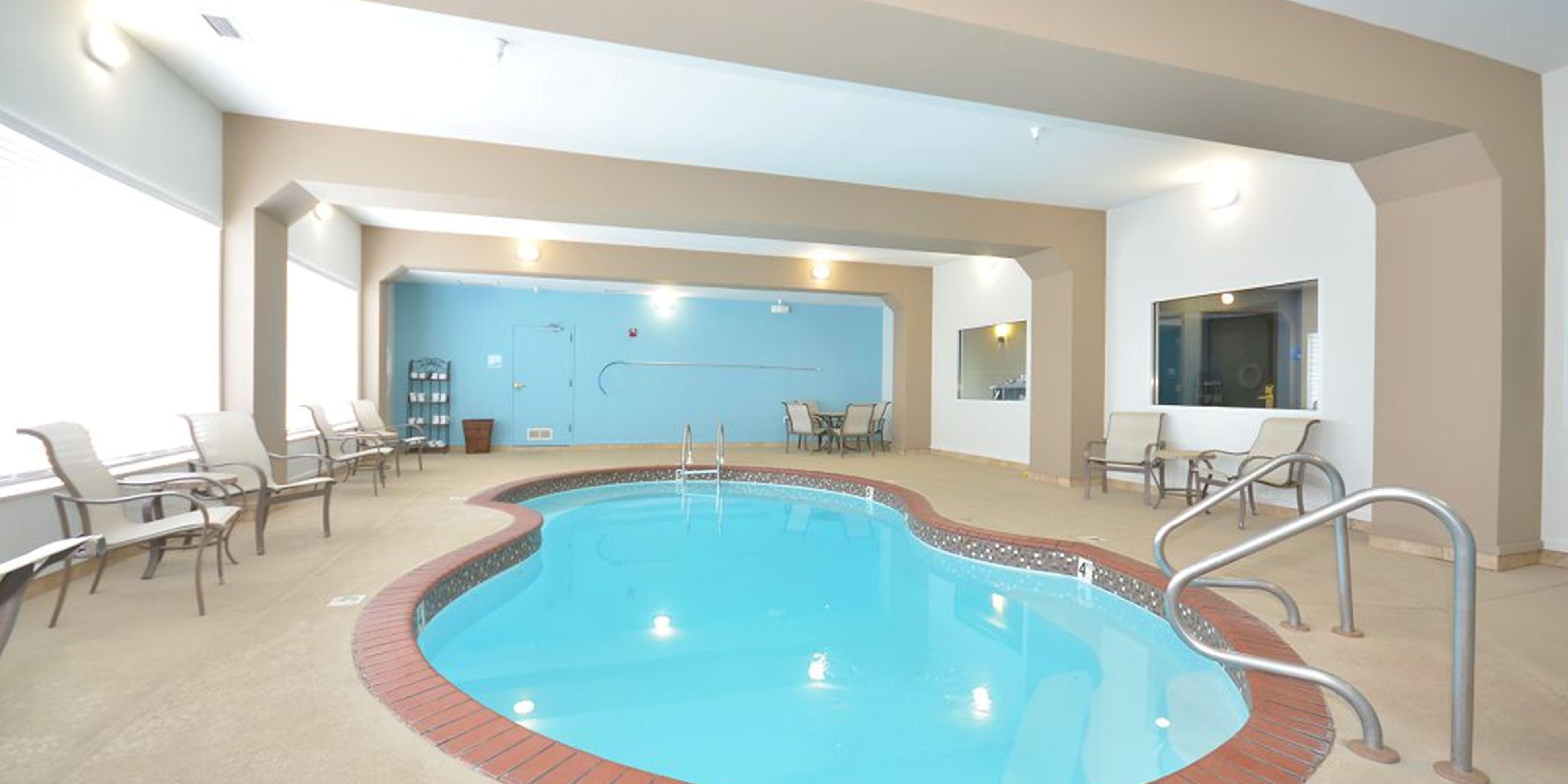 Holiday Inn Express And Suites Farmington 4162289934 2x1