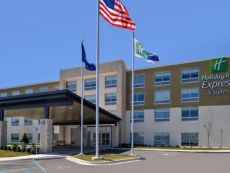 Holiday Inn Express & Suites Farmington Hills - Detroit in Livonia, Michigan