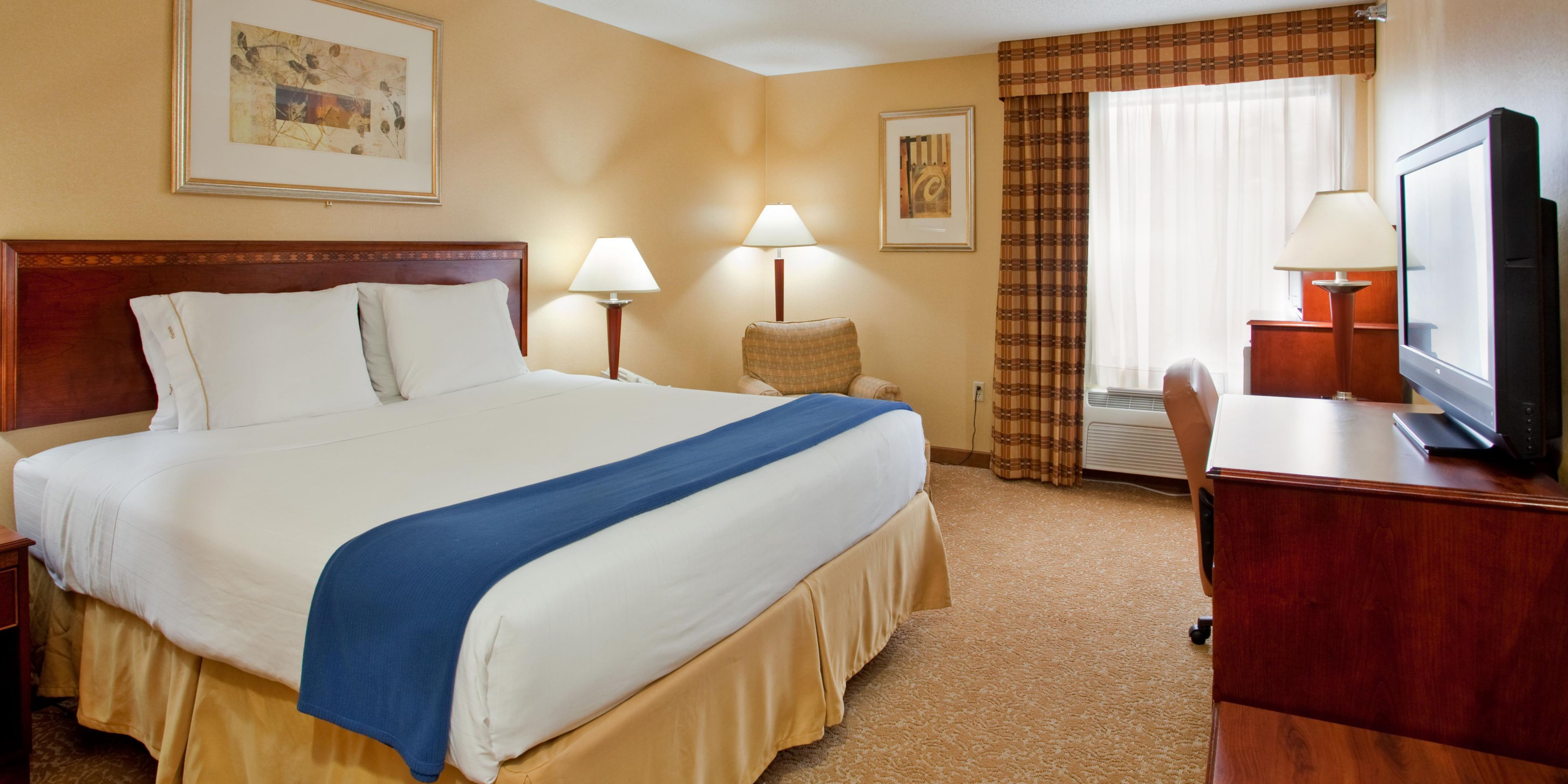 Holiday Inn Express And Suites Fenton 2533286226 2x1
