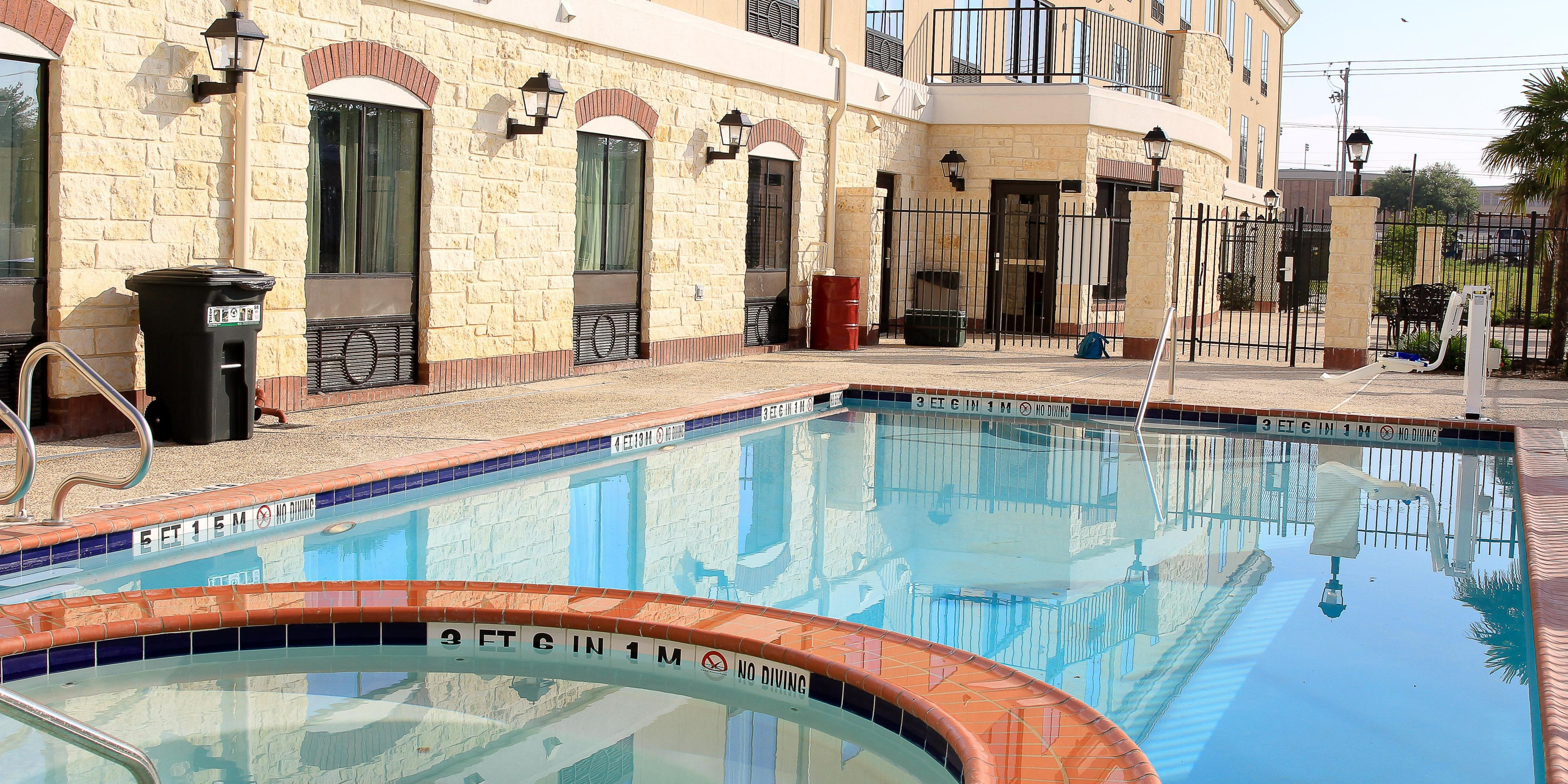 Holiday Inn Express And Suites Floresville 2964486793 2x1