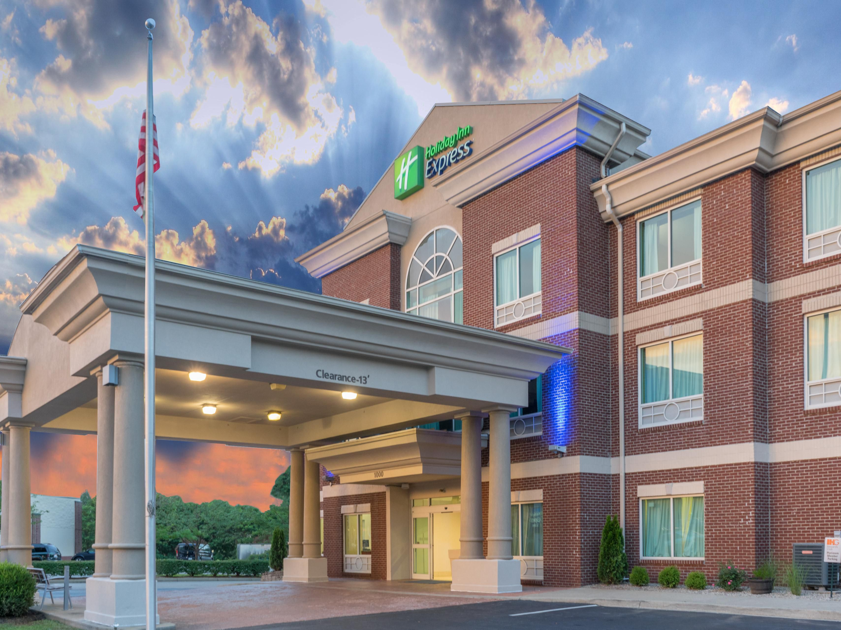 Holiday Inn Express Lexington Affordable Hotels By Ihg Coby Fence 8 2 Ampquotbutterflyampquot Suites Frankfort In Kentucky