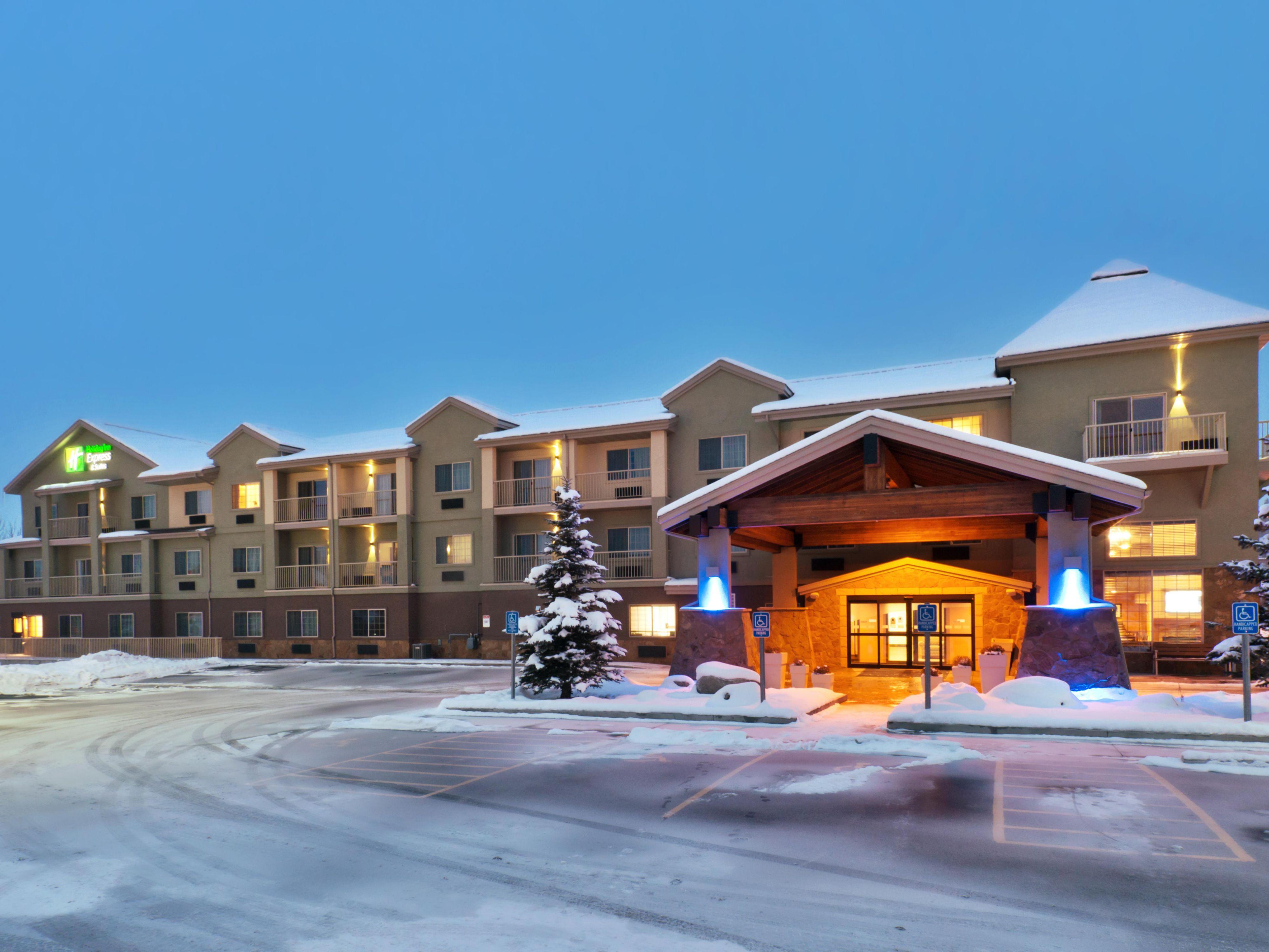hotel specials for holiday inn express suites fraser. Black Bedroom Furniture Sets. Home Design Ideas
