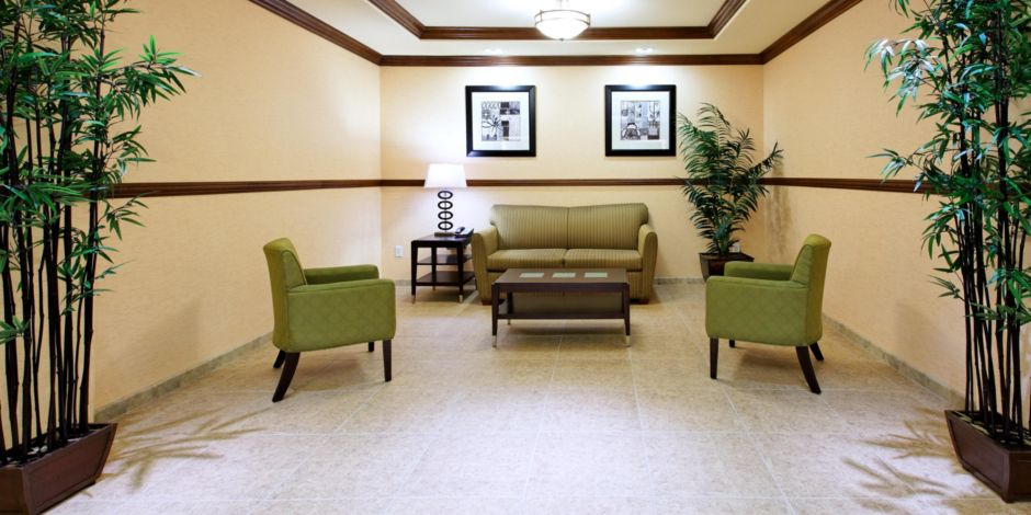 Holiday Inn Express Suites Fresno Northwest Herndon Hotel In By Ihg