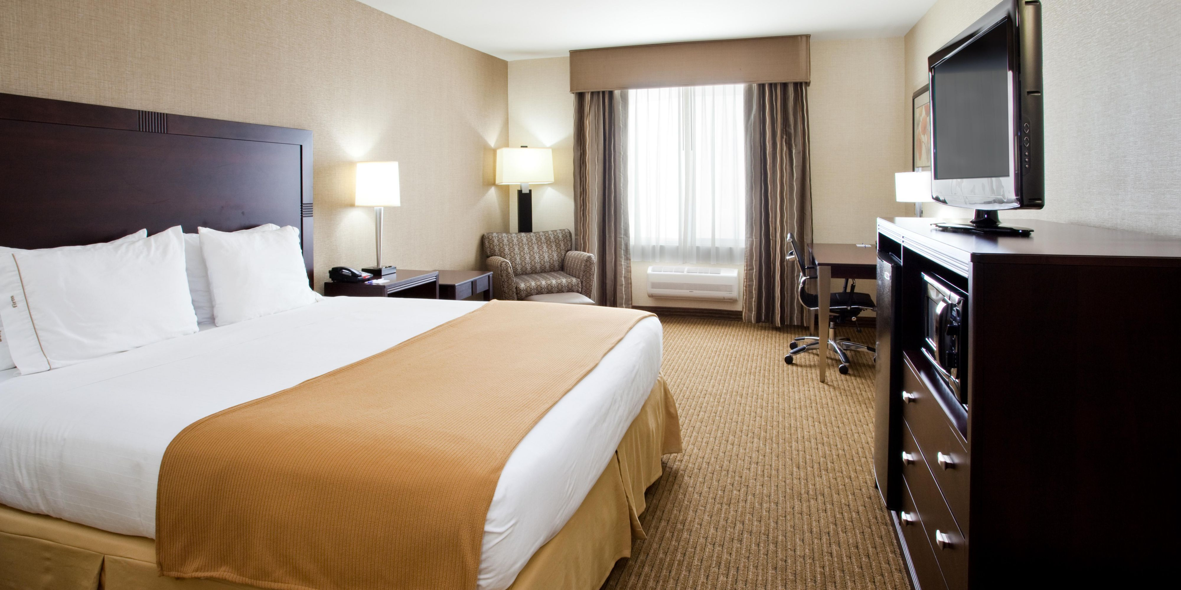 Holiday Inn Express And Suites Fresno 2533188186 2x1
