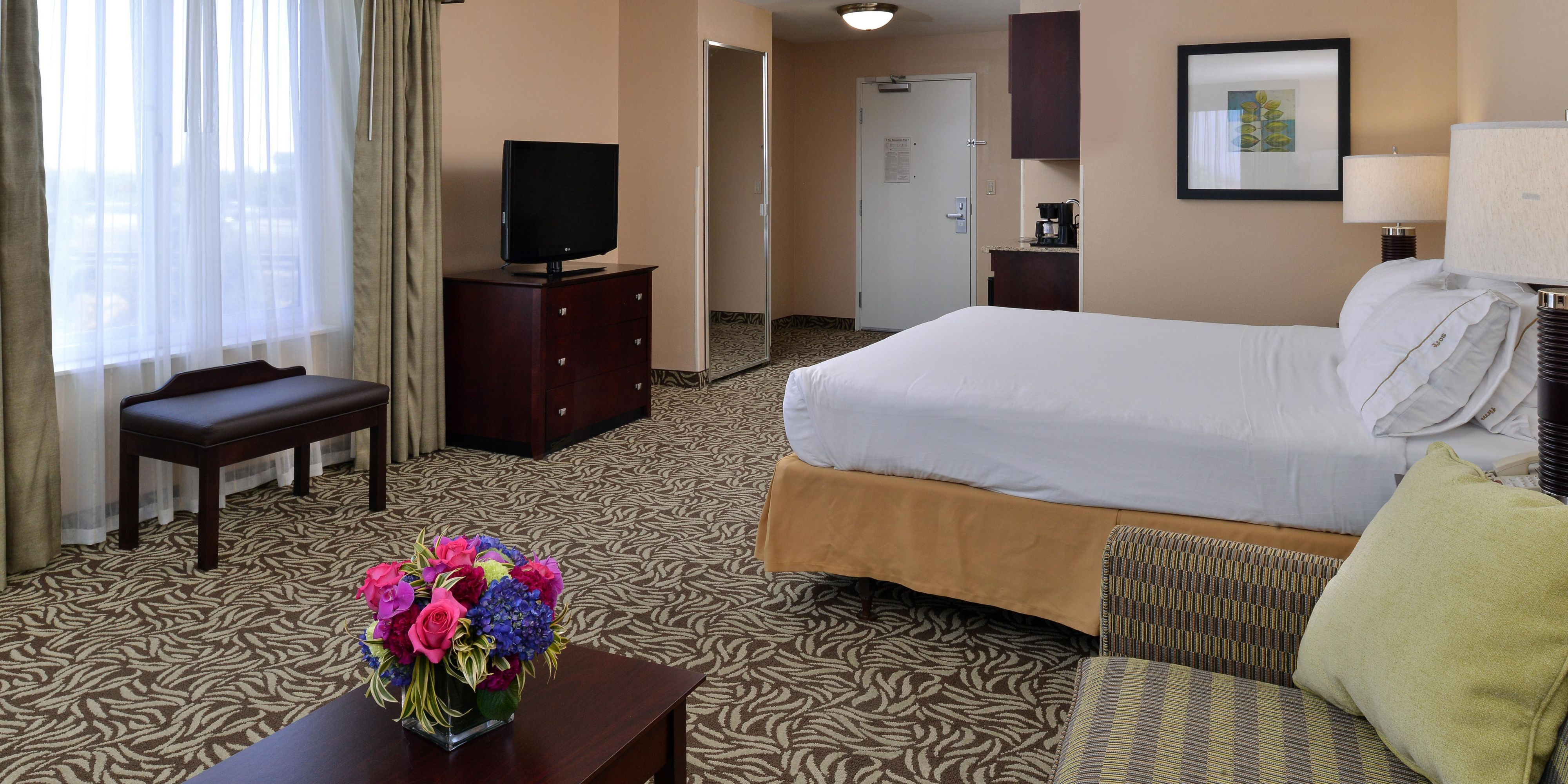 Holiday Inn Express And Suites Fresno 4598300174 2x1